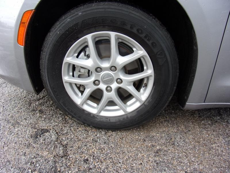 Chrysler Pacifica 2017 price $15,500
