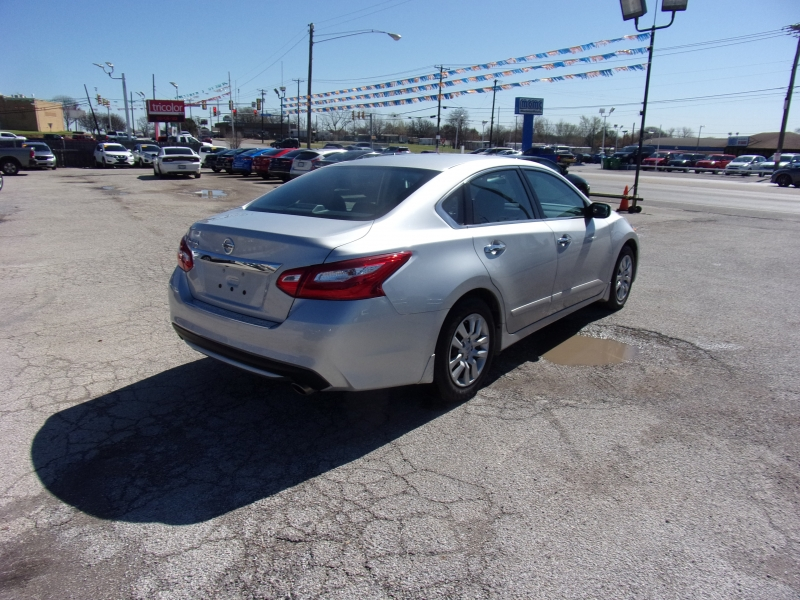 Nissan Altima 2017 price $15,500