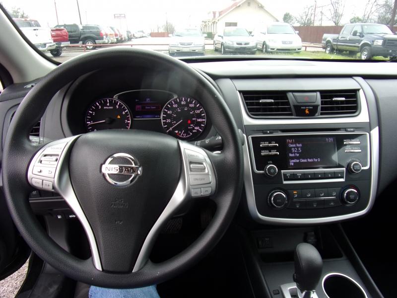 Nissan Altima 2017 price $16,500