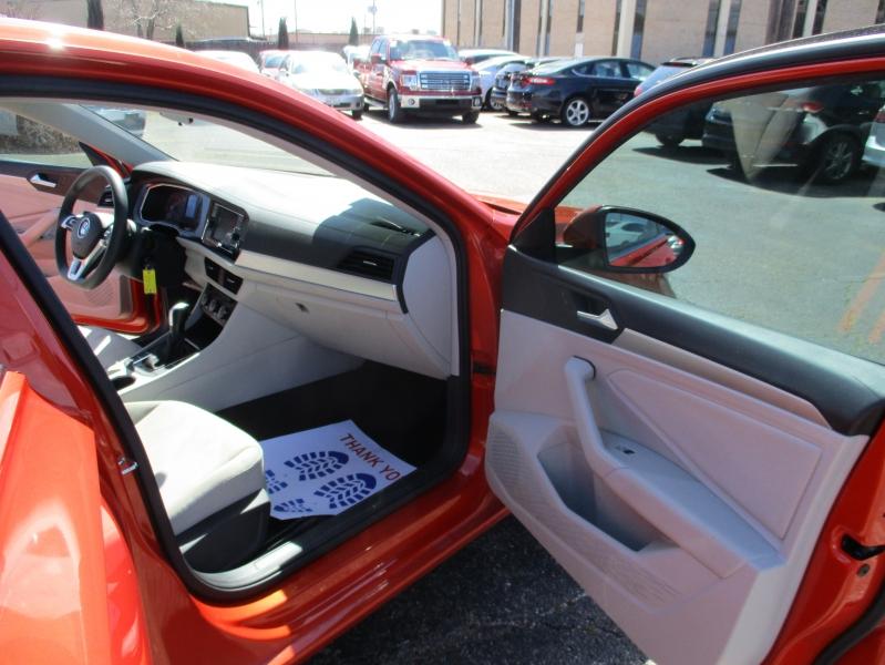 Volkswagen Jetta 2019 price $15,995
