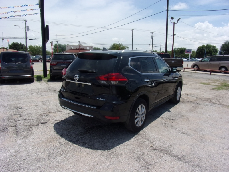 Nissan Rogue 2017 price $17,995