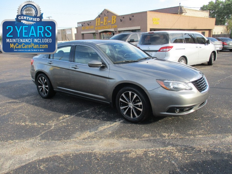 2013 Chrysler 200 500.00 total down all credit