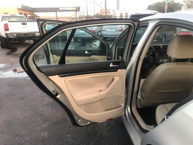 Volkswagen Jetta Sedan 2010 price $4,995