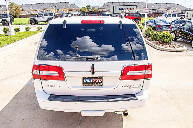 Lincoln Navigator 2011 price $18,450