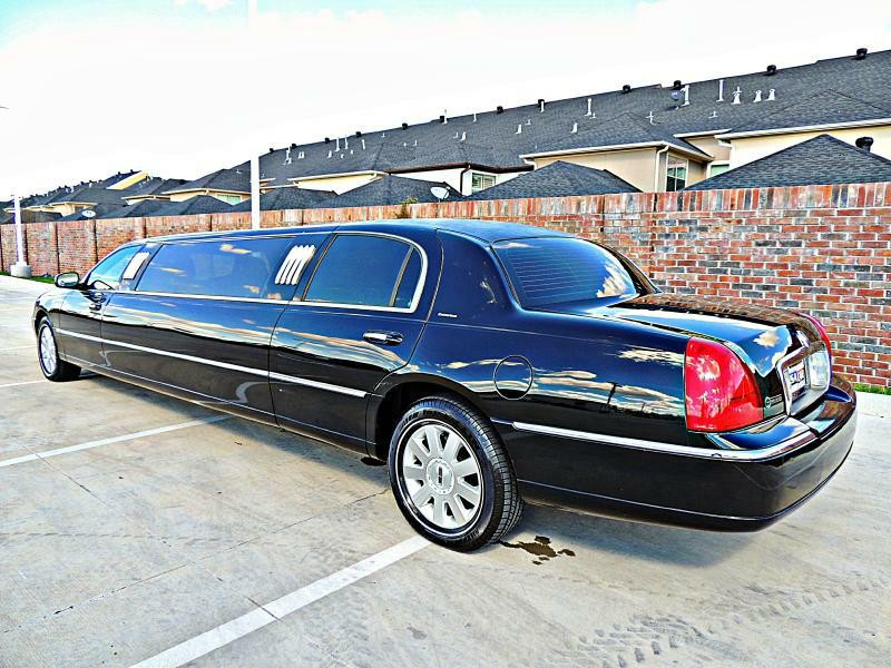 Lincoln Town Car Limousine Executive 2004 price $11,900