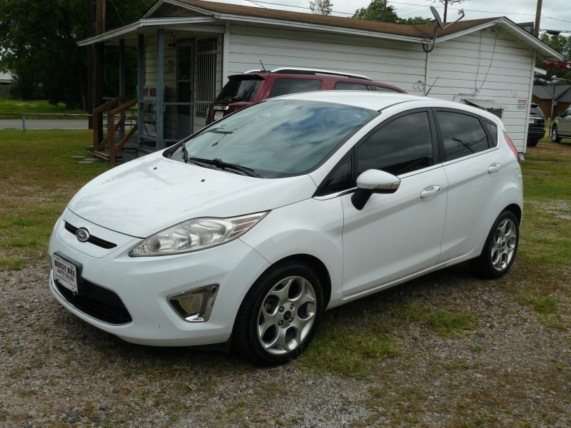 Ford Fiesta 2011 price $4,995
