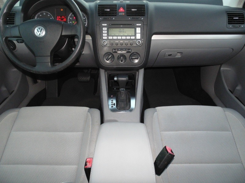 Volkswagen Rabbit 2009 price $5,745