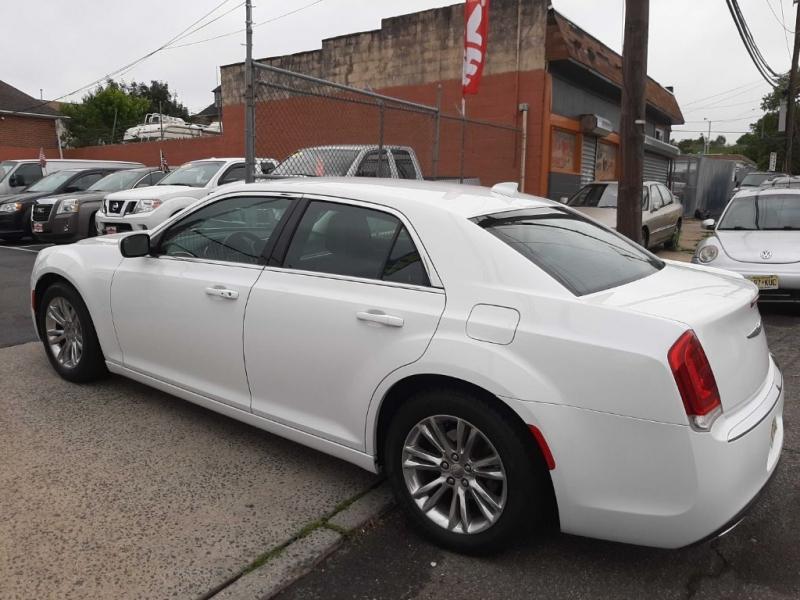 Chrysler 300 2017 price $17,700