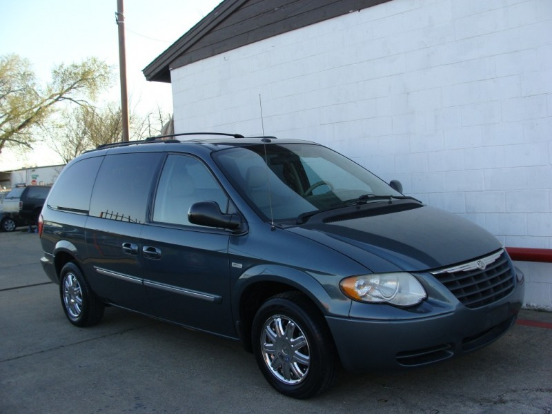 Chrysler Town & Country LWB 2007 price $999 Down