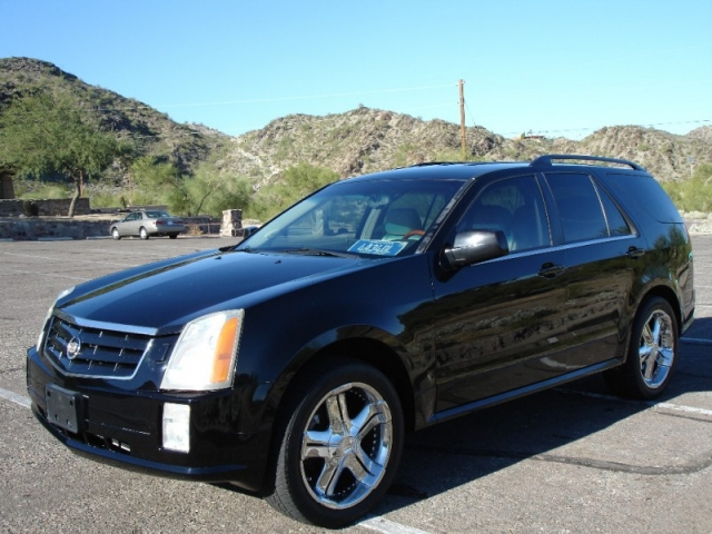 2004 Cadillac SRX V8 SUV * Navigation * Chrome Wheels, 3rd Row Seat