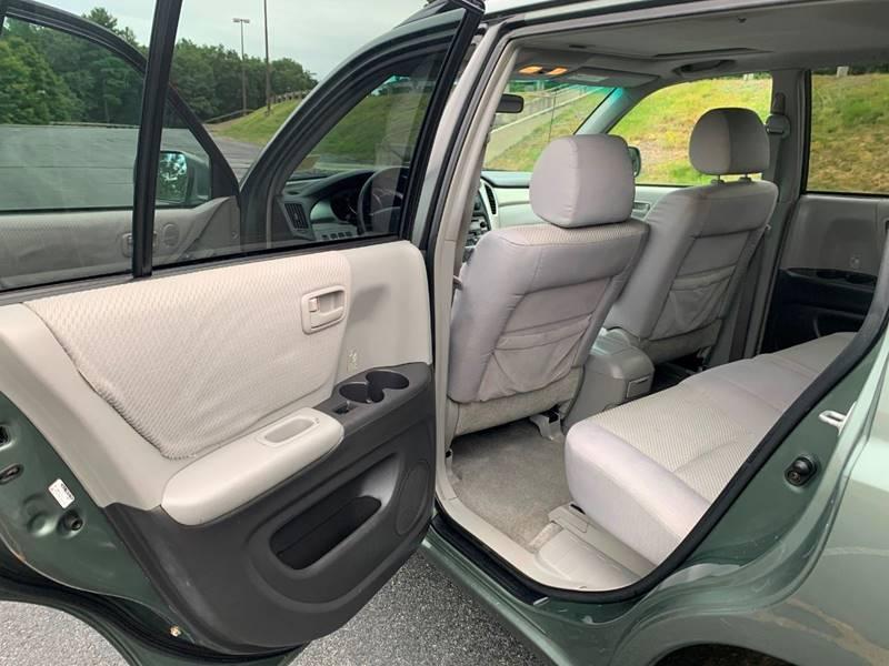 Toyota Highlander 2005 price $5,697