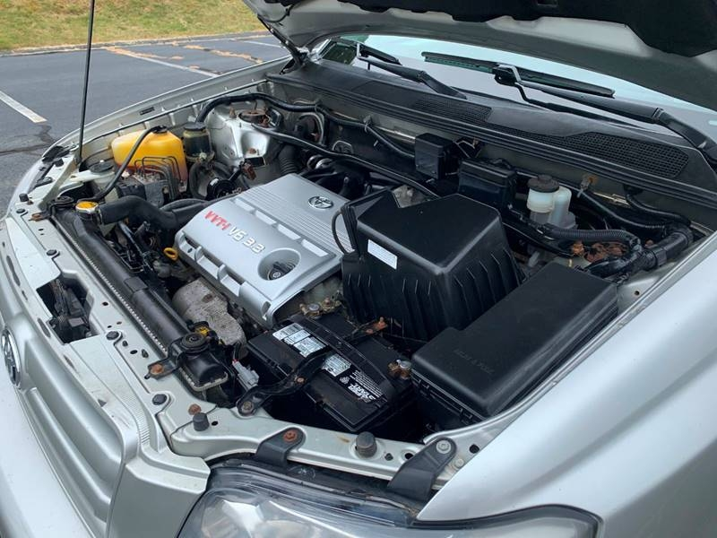 Toyota Highlander 2005 price $6,997