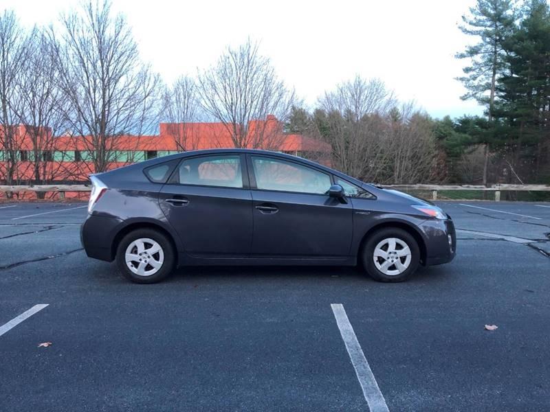 Toyota Prius 2011 price $6,697