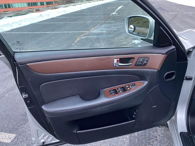 Hyundai Genesis 2009 price $6,497