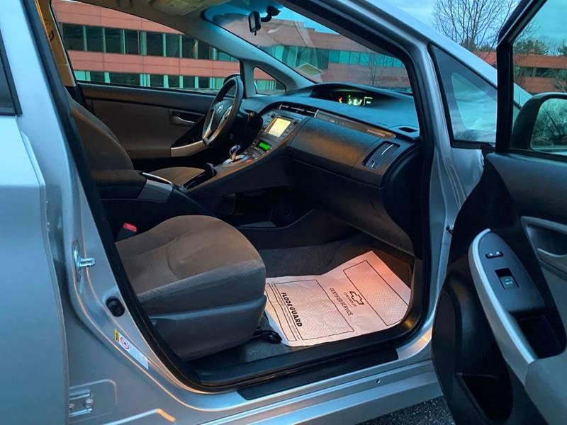 Toyota Prius Plug-in Hybrid 2012 price $9,997