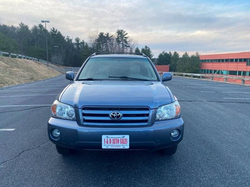 Toyota Highlander 2005 price $3,997