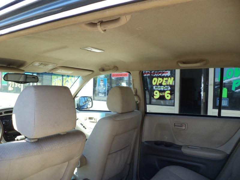 Toyota Highlander 2004 price $3,995