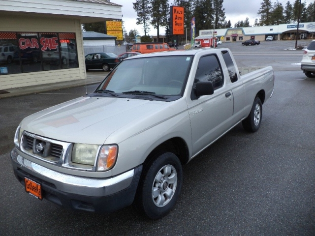 1999 Nissan Frontier 2WD XE King Cab