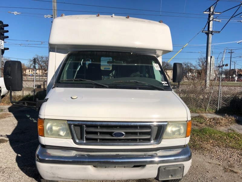 Ford Econoline Commercial Cutaway 2004 price $7,800