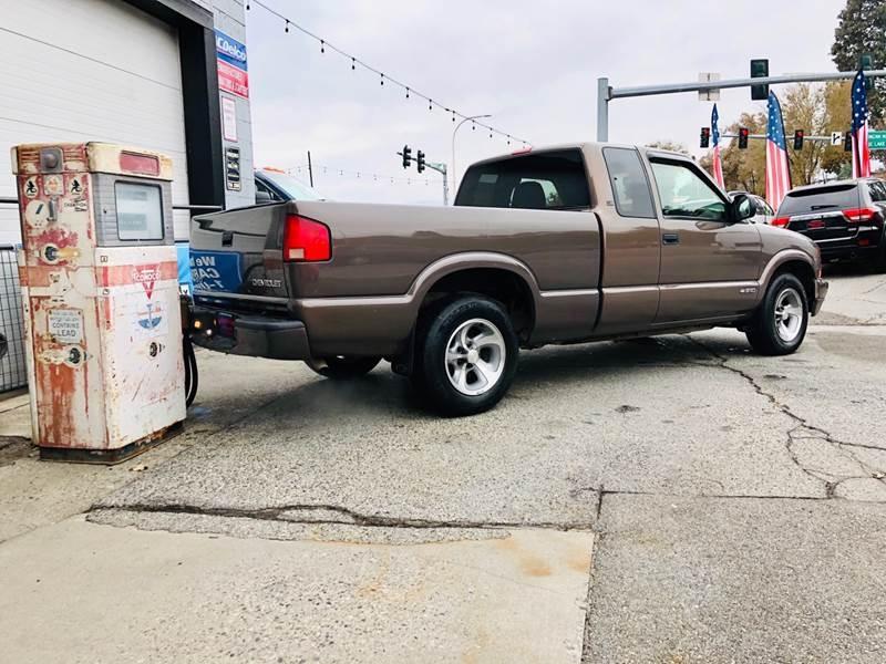 Chevrolet S-10 1999 price $2,199