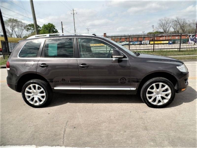 Volkswagen Touareg 2010 price $10,990