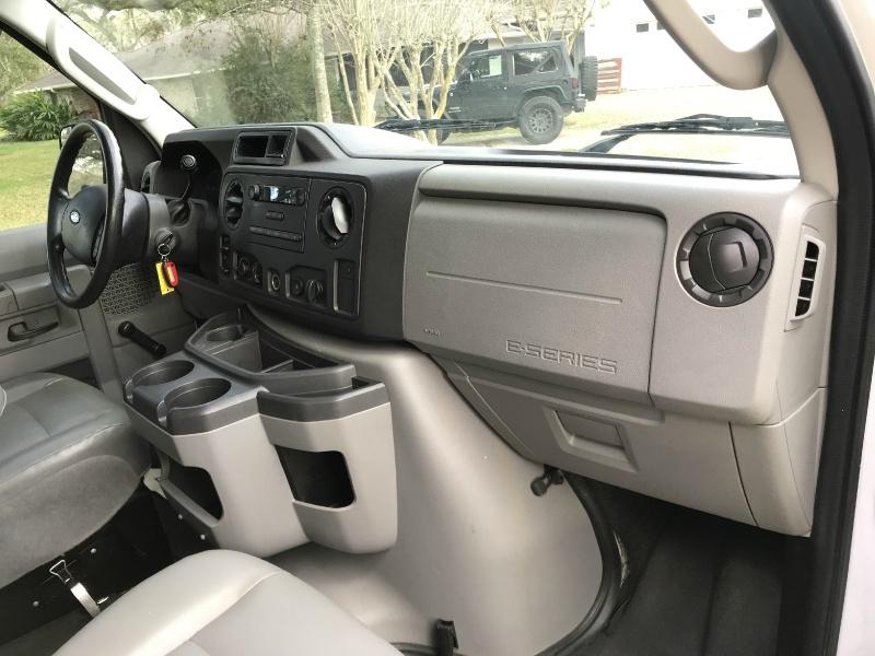 Ford Econoline Wagon 2011 price $14,990