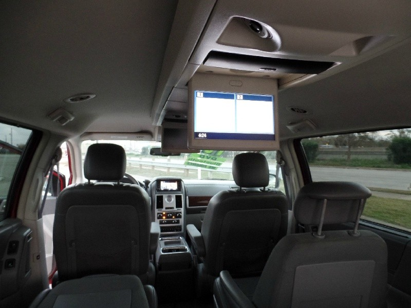Chrysler Town & Country 2010 price $9,989