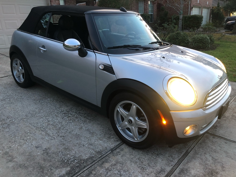 Mini Cooper Convertible 2010 price $5,000