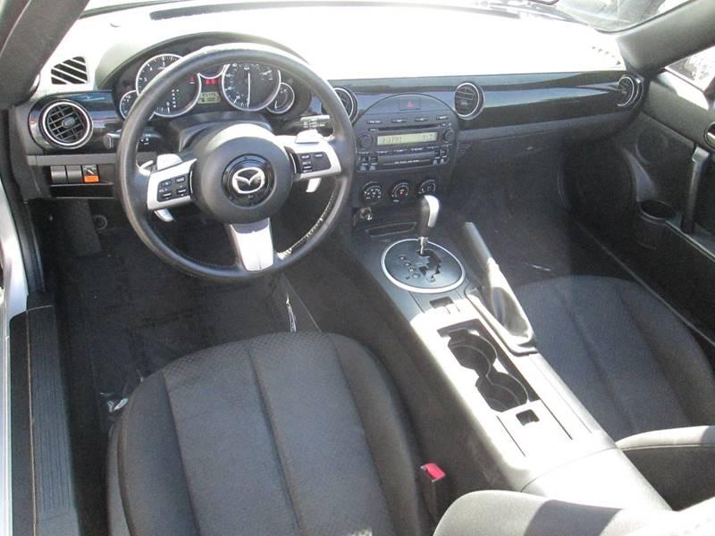 Mazda MX-5 Miata 2006 price $6,980