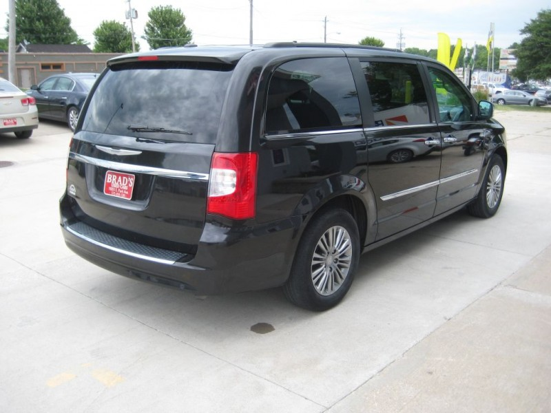 Chrysler TOWN & COUNTRY 2014 price $16,300
