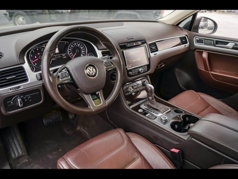 Volkswagen Touareg 2013 price $12,880