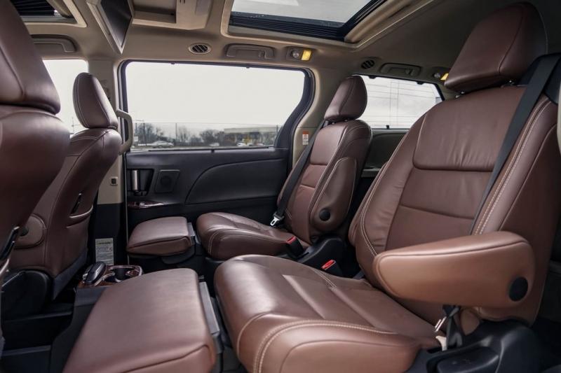 Toyota Sienna 2016 price $25,980