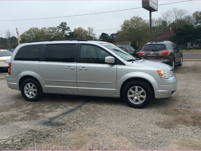 Chrysler Town & Country 2008 price 1100down