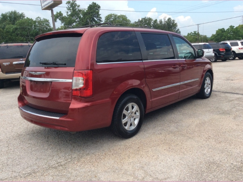 Chrysler Town & Country 2013 price $0