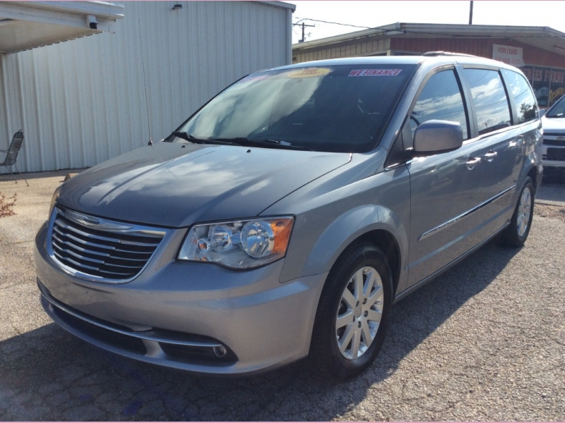 Chrysler Town & Country 2014 price 1800down