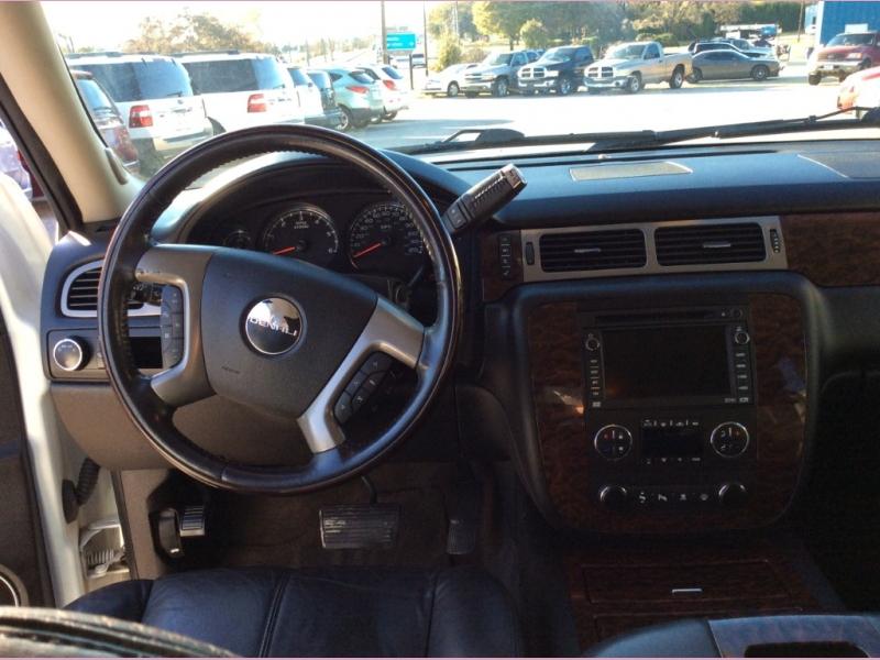 GMC Yukon XL Denali 2008 price 1500down