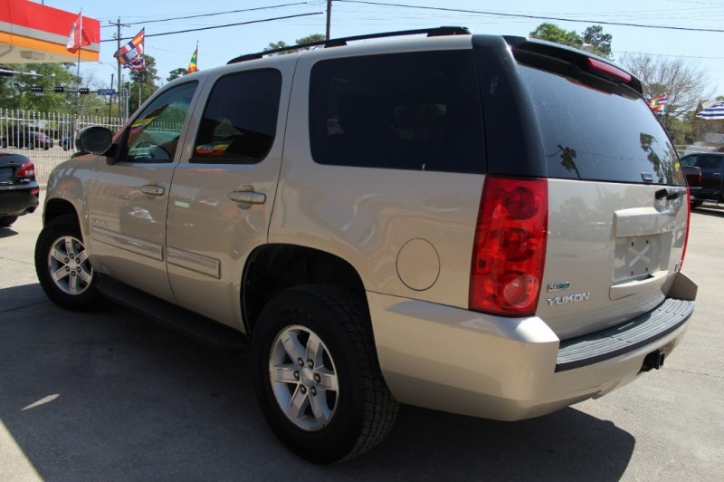 GMC Yukon 2011 price Call