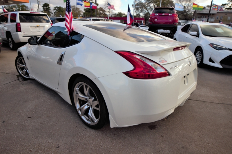 Nissan 370Z 2010 price Call