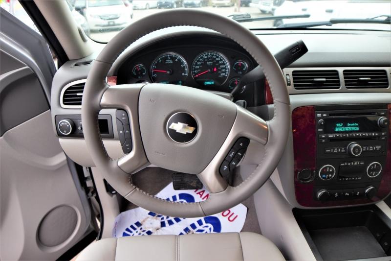 Chevrolet Suburban 2012 price Call