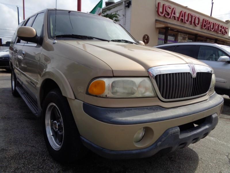 Lincoln Navigator 1999 price $2,495