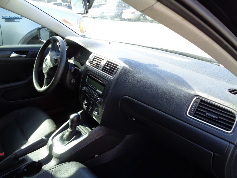 Volkswagen Jetta Sedan 2011 price $5,295