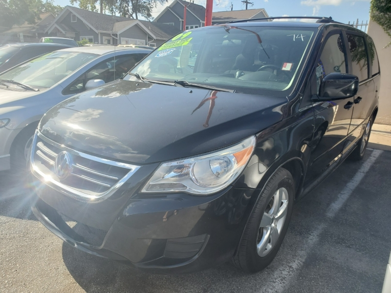 Volkswagen Routan 2009 price $4,995