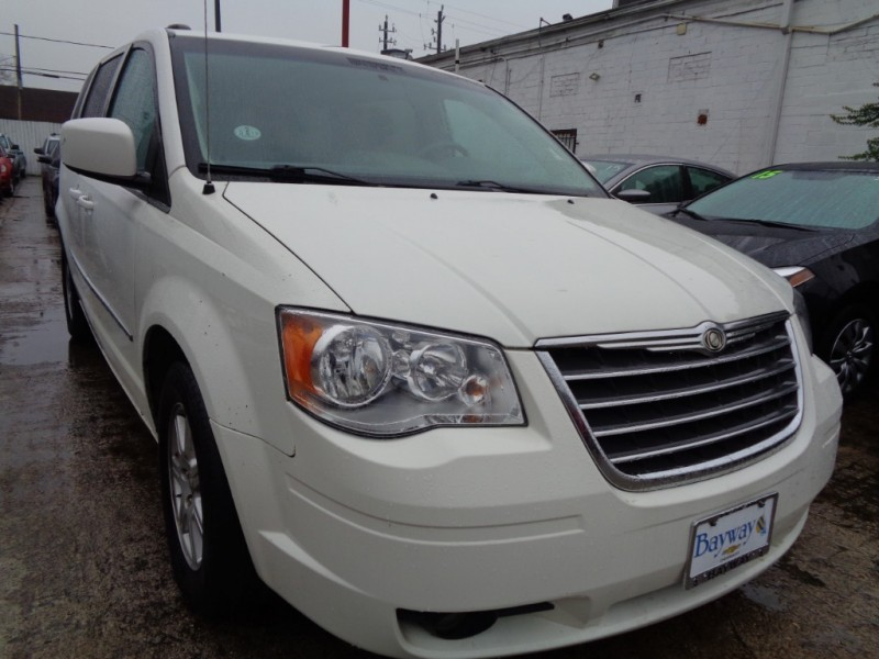 Chrysler Town & Country 2010 price $3,995
