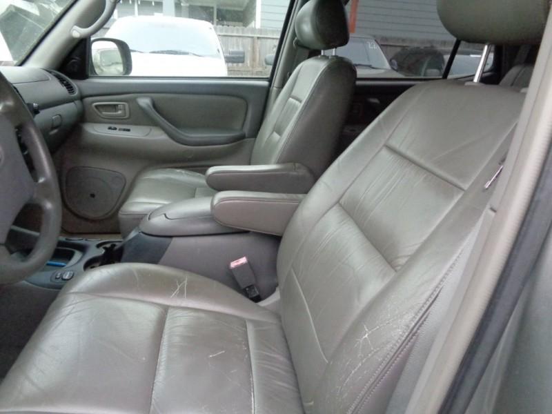 Toyota Sequoia 2004 price $4,995
