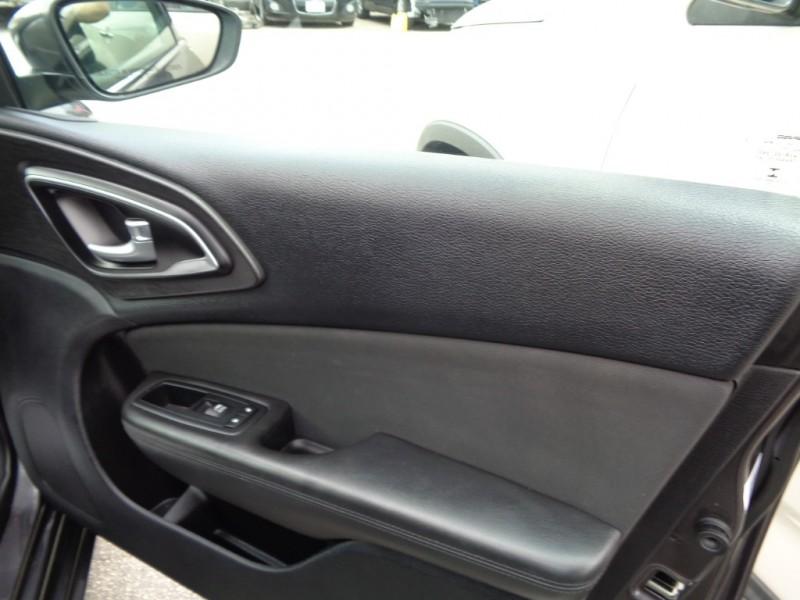 Chrysler 200 2016 price $10,995