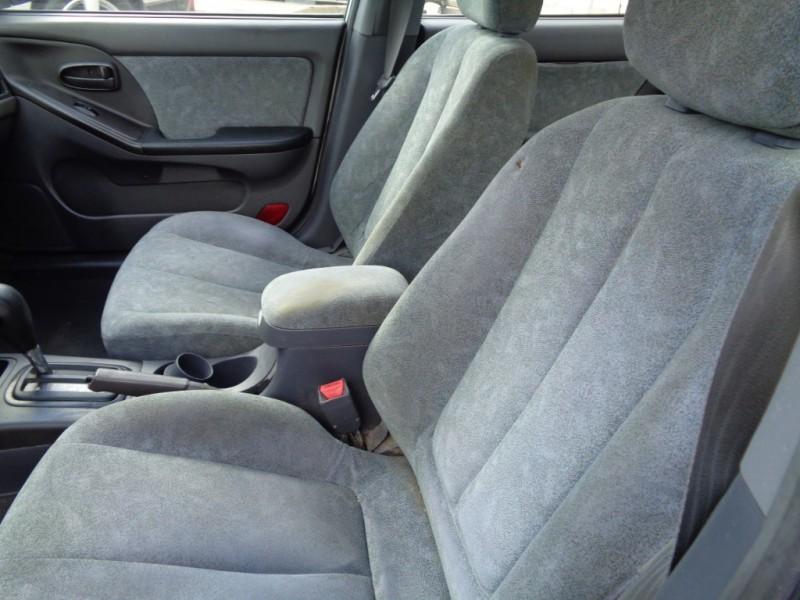 Hyundai Elantra 2002 price $1,995