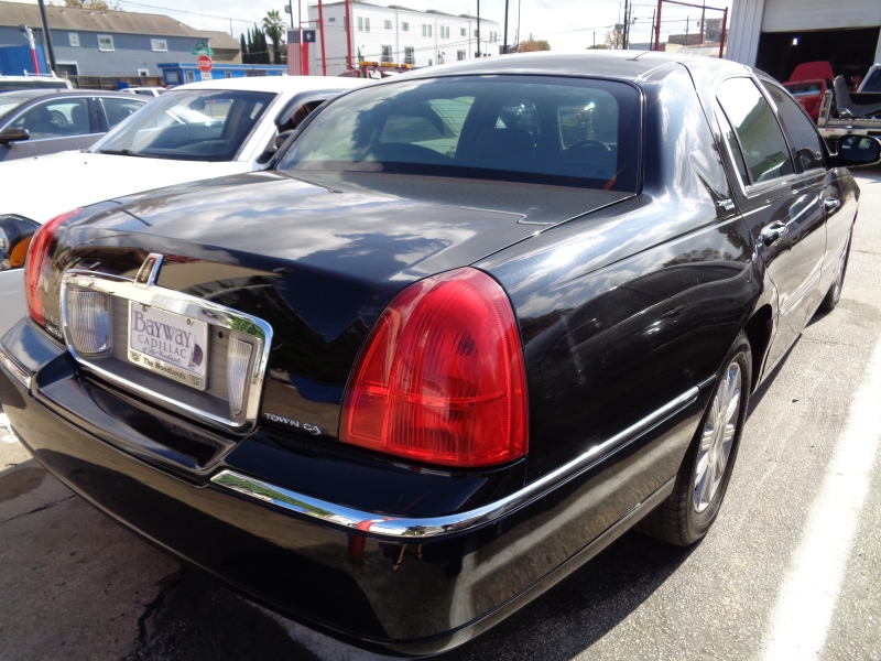 Lincoln Town Car 2011 price $5,495