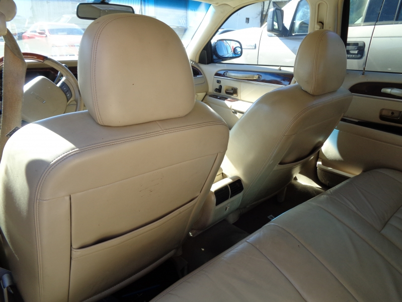 Lincoln Town Car 2009 price $4,295