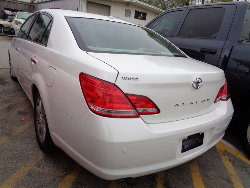 Toyota Avalon 2010 price $7,495