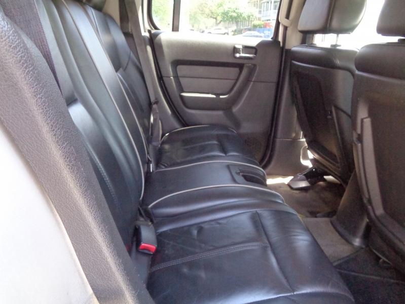 Hummer H3 2006 price $7,495